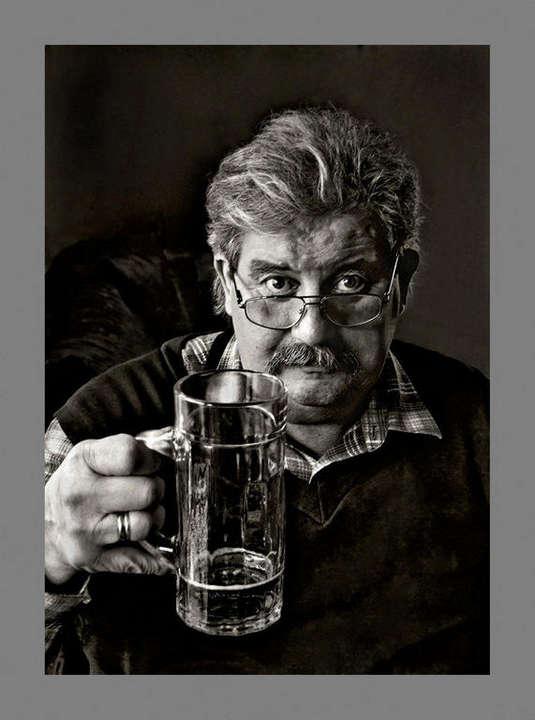 Nemes Zoltán::(24) H. Béla sörömet kortyolja, szavamat hallgatja