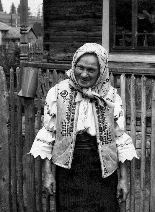 (1-4) Gyimesi mosoly (Gyimesközéplok, Erdély 1977)