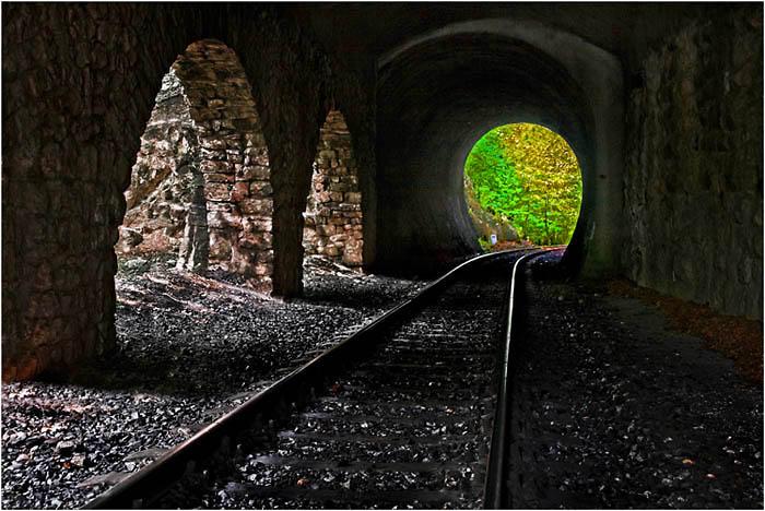 Németh Mihály::Fények az alagútban