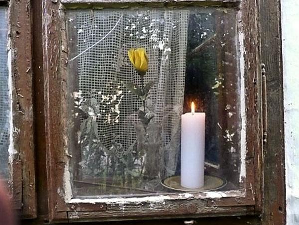 Gyertyafényes ablak
